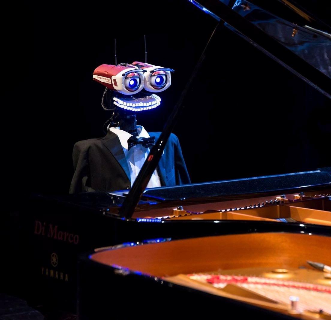 Artista Teotronico - il Pianista Robot